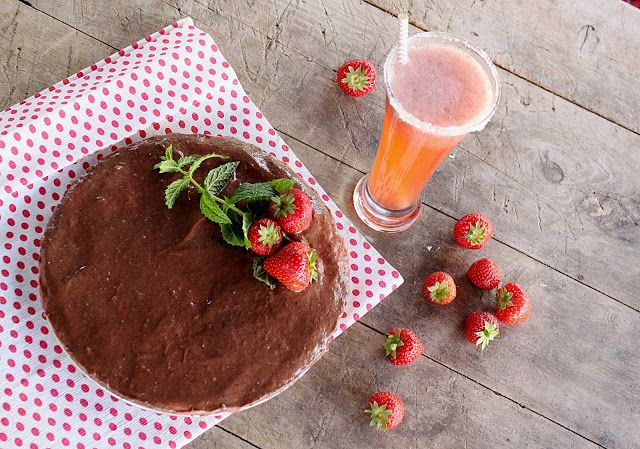 žít vege: raw čoko-jahodovo-mátový koláč