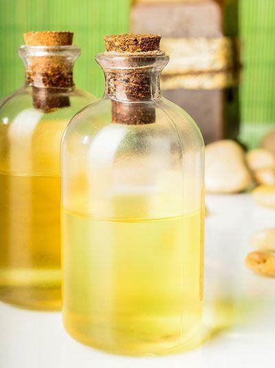 DIY-Rezept für Ingwer Duschgel aus nur 4 Zutaten - wirkt entkrampfend und wärmend und sorgt für eine wunderbare Erholung
