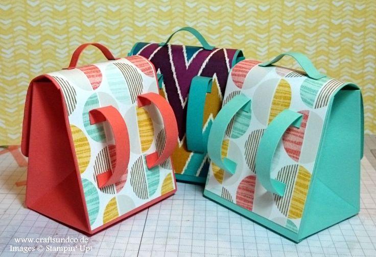 Schultasche mit dem Stanz  und Falzbrett für Geschenktüten
