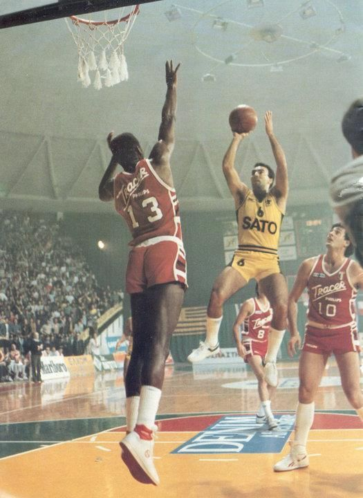 "NIKOS GALIS vs Bob McAdoo------""I've seen Galis do things that I have seen neither Lakers nor Celtics do"", Bob McAdoo."