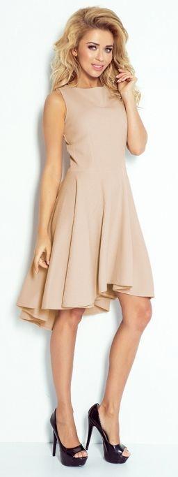 Rozkloszowana sukienka na codzień. Asymetryczna sukienka z długim tyłem.