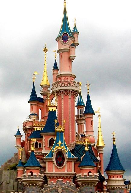 Disneyland Paris Castle, Visit and Like Our Page. Erection plan https://www.facebook.com/pages/Erection-Plan/205370332989717?ref=hl