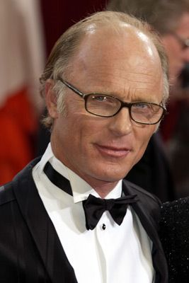 Love Ed Harris! And the glasses are just icing on the cake....