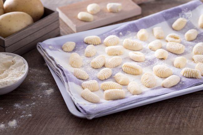 Gli gnocchi sono una preparazione tipica italiana, conosciuti in tutto il mondo per la loro bontà e adattabilità ad ogni tipo di condimento.