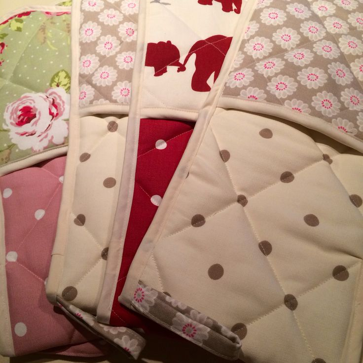 Stylish oven gloves! Fully insulated, shaped for an easy fit, hanging loop and quilted. £14