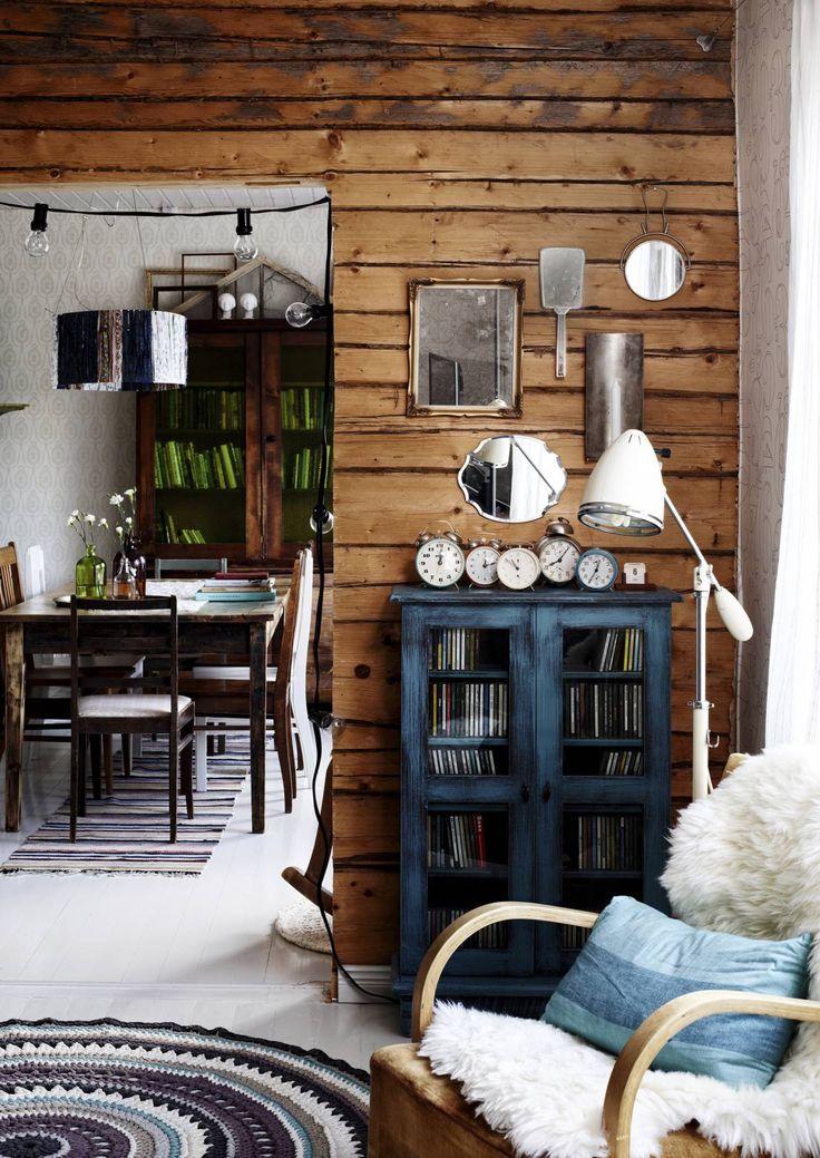 Kaunis asetelma luo kodikkuutta ja kertoo kodin asukkaiden harrastuksista ja mielenkiinnon kohteista. Katso Unelmien Talo&Kodin vinkit, mitä kaikkea voi laittaa esille.