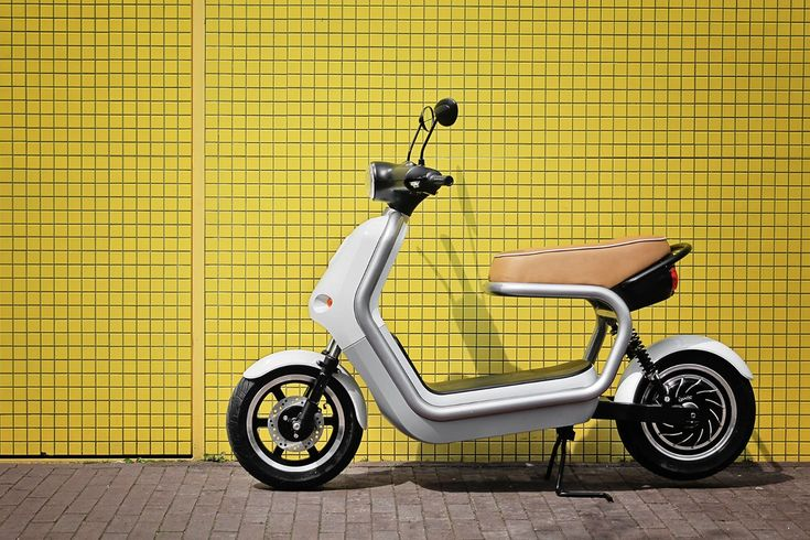 The Q-Scooter's sturdy frame protects its more fragile components, while the open design of the frame provides maximum flexibility. There is storage space for personal belongings and removable batteries. Zero sound, zero emissions: your very own sustainable means of transport disturbs no one. Designed for QWIC.