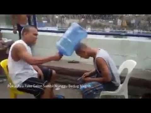 Adu Pukul Galon Nunggu Bedug Magrib - YouTube