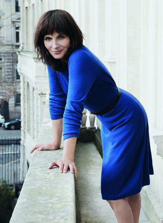 Juliette Binoche wears Blue Illusion Buttonback knit dress