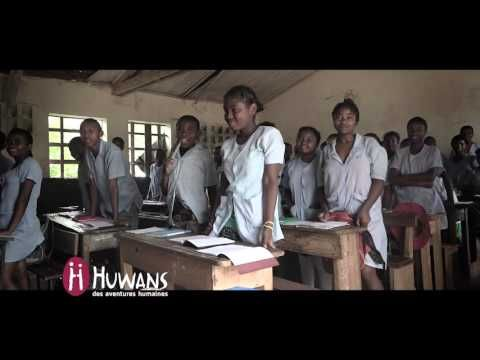 Madagascar, Manakara. A l'heure de l'école. - YouTube