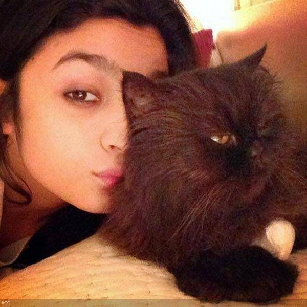 Bollywood newbie, Alia Bhatt with her persian cat Pika.
