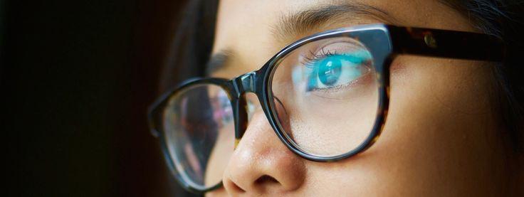 Desde Somos Optometristas queremos ayudar a maximizar el confort visual y evitar el SVI-D a las personas que están inmersas en este nuevo mundo digital. Para prevenir estos síntomas y daños visuales adversos vamos a hablar de: Consejos óptico-optométricos-refractivos Consejos ergonómicos Consejos de configuración  Consejos óptico-optométrico-refractivos Aunque no usemos gafas o lentes de contacto,...  Continua Leyendo »