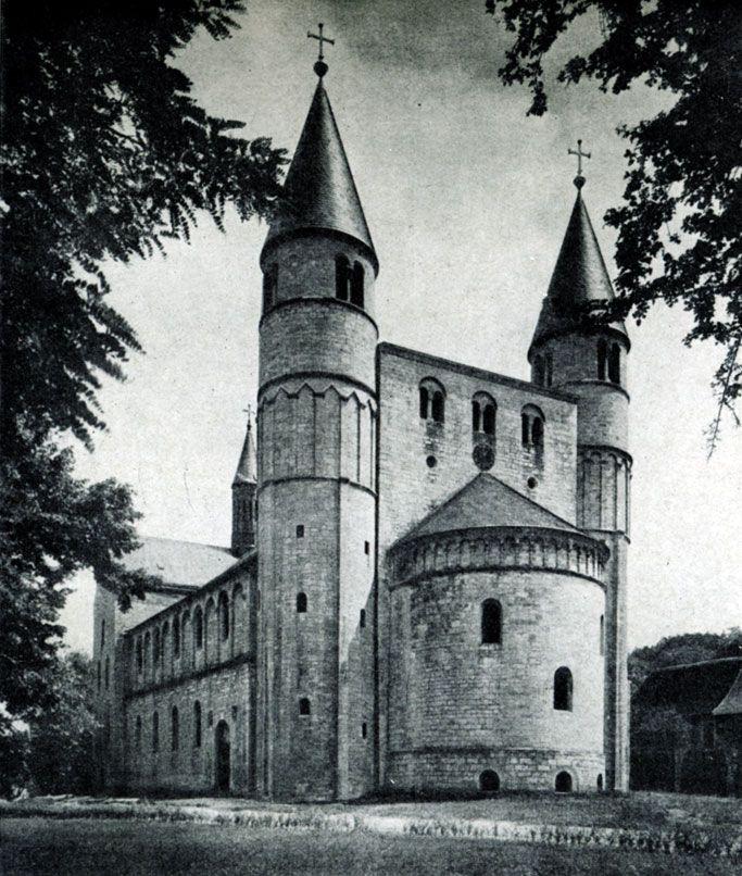 243 а. Церковь св. Кириака в Гернроде. Вид с северо-запада.