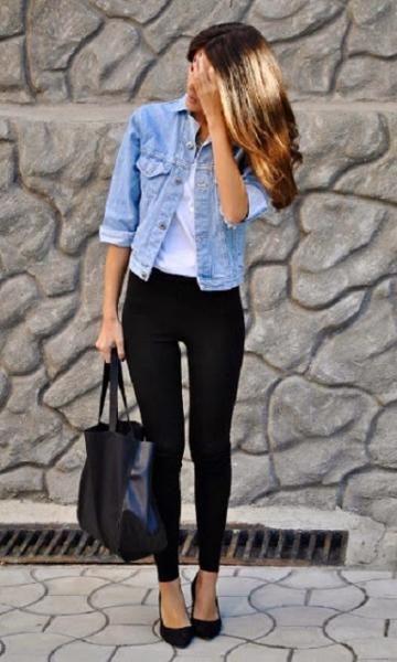 Look com Legging: Jaqueta Jeans + Sapatilha