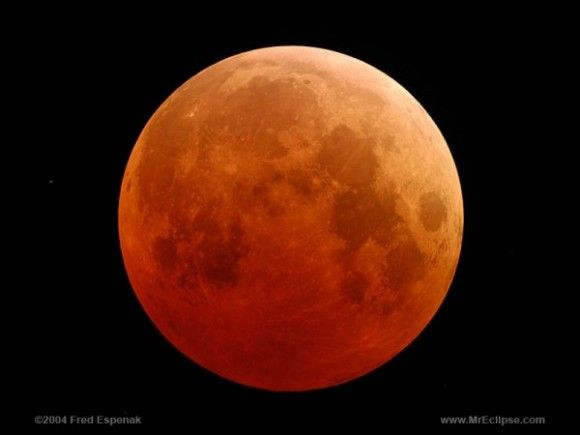 How many solar and lunar eclipses in one calendar year? Each calendar year has at least four eclipses – two solar and two lunar. Most years have four, but five, six or even seven eclipses are also possible.  This is what a total eclipse looks like.  This is the total eclipse of October 27, 2004 via Fred Espenak of NASA, otherwise known as Mr. Eclipse (http://www.mreclipse.com/)