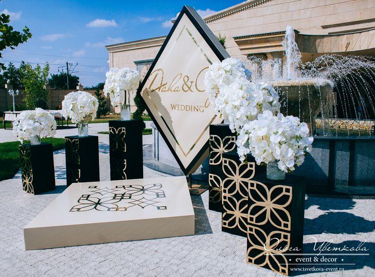 Выездная регистрация на свадьбе Фахи и Оли. Строгий, лаконичный, но вместе с тем необычайно стильный и торжественный декор!