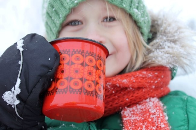 Enamel mug by Finel, dec Kehrä, designer Raija Uosikkinen