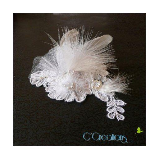 Tenue - Accessoires de mariée , bijoux mariage - Pince à cheveux Dentelle de Calais, tulle et plume - Touslesmariages.com