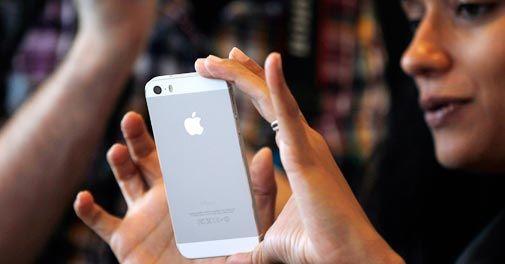 Ινδία: Περίπου δυο χρόνια δουλειάς για να αποκτήσουν το καινούργιο iPhone - Verge