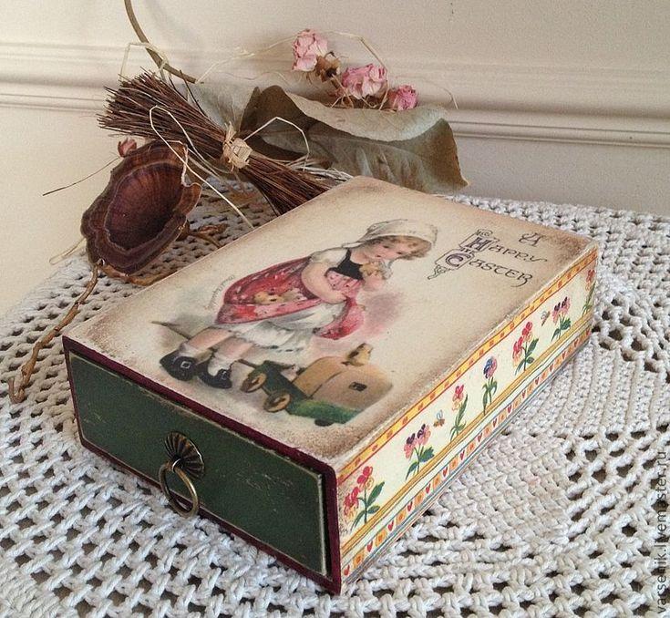 Купить или заказать Коробочка Happy Easter в интернет-магазине на Ярмарке Мастеров. Деревянная винтажная коробочка, выполнена в технике декупаж, состаренная, с декоративной ручкой. Внутри не обработано, можно положить конфе…