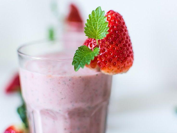 La ricetta dello smoothie banana e fragola che i bimbi adorano: veg e senza zucchero, la merenda perfetta!