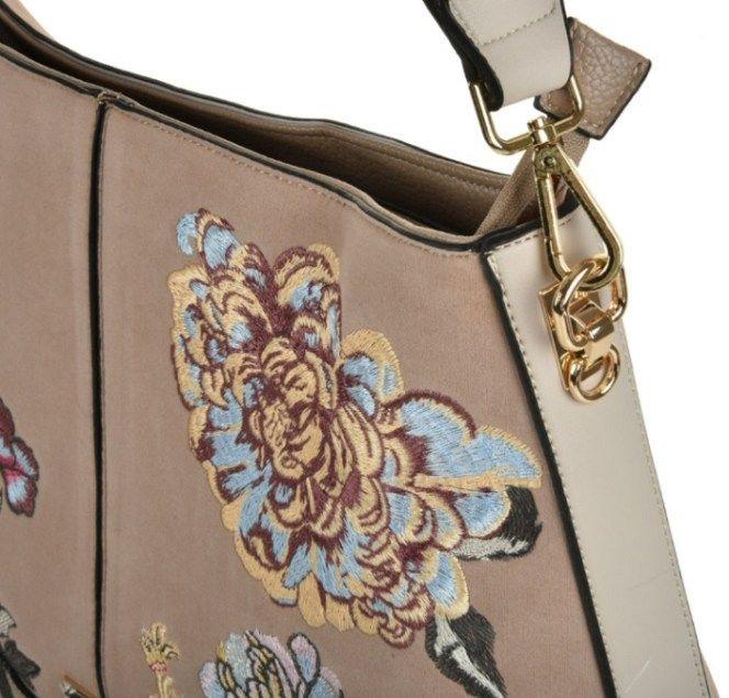 Olkalaukku Roses kauniit yksityiskohdat kantohihnakiinnityksestä ja kirjailuista. Muotilaukku naiselle, parhaimmillaan! www.juliankorulipas #laukku #verkkokauppa #JulianKorulipas