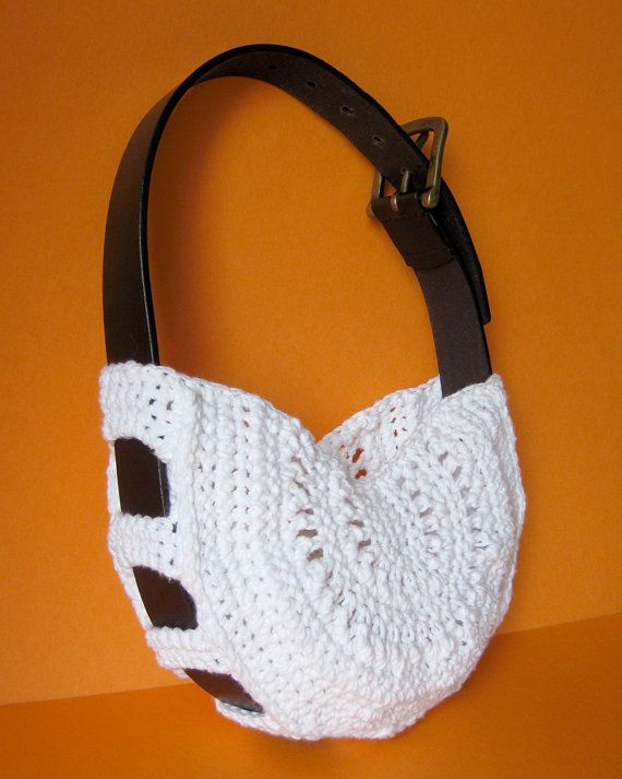 Belt purse - crochet... now this is cool! I can definitely see making these, and picking up a bunch of belts at garage sales this summer would be a snap!