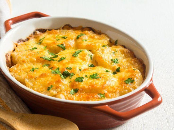 pomme de terre, Viandes, parmesan râpé, oignon, persil, lait, Sel, Poivre, Huile d'olive, noisette