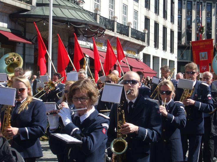 1 Mayıs Uluslararası İşçi Bayramı kutlu olsun! Fotoğraf: İşçi Bayramı Geçit Töreni - 2012 Norveç