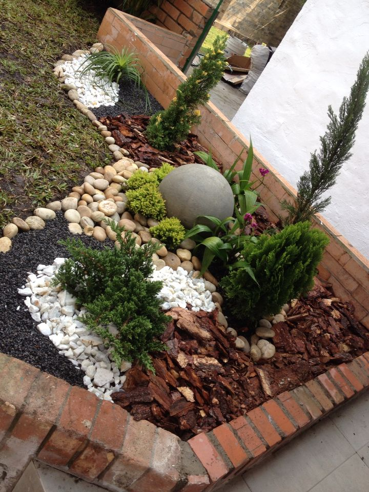 Jard n seco exterior ro design interiors and landscaping for Jardines pequenos decorados con piedras