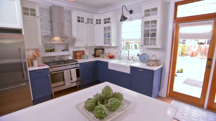 Love it or list it too jillian harris kitchen in blue for Jillian harris kitchen designs