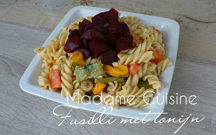 Fusilli met tonijn is een lekker en gezond gerecht voor vier personen. De pasta is redelijk snel te maken en smaakt altijd goed.