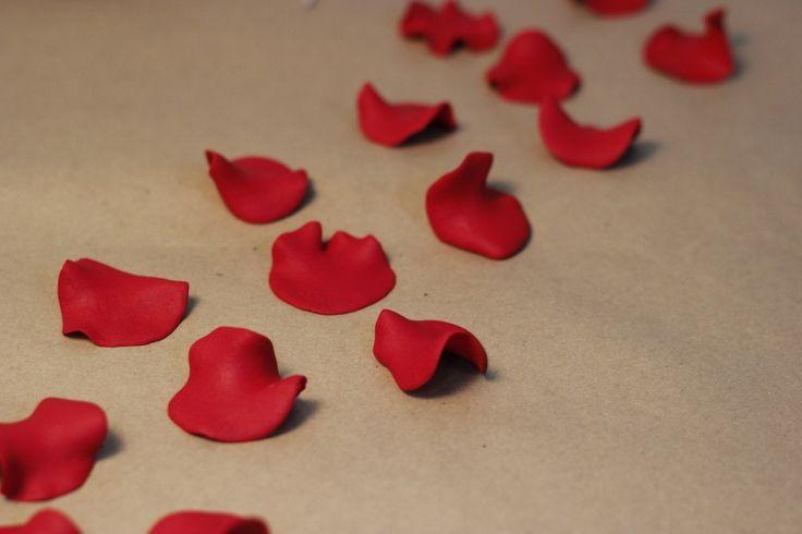 Şeker hamurundan gül yaprakları... Sevginizi göstermeye hazır mısınız? Sevgililer Günü hediyeleri, fikirleri; Valentines Day Gifts, Ideas