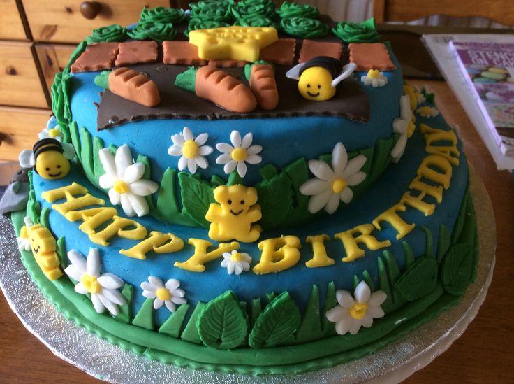 Birthday cake inspired by gardens