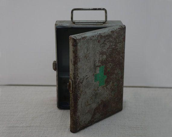 Vintage French First Aid Cross Metal Box . Ancienne Boîte de