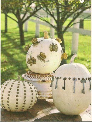 Skeleton key, nailhead pumpkins.Vintage Keys, Old Keys, Ideas, Halloween Pumpkin, Pumpkin Decor, Junk Drawers, Skeletons Keys, White Pumpkin, Old Doors