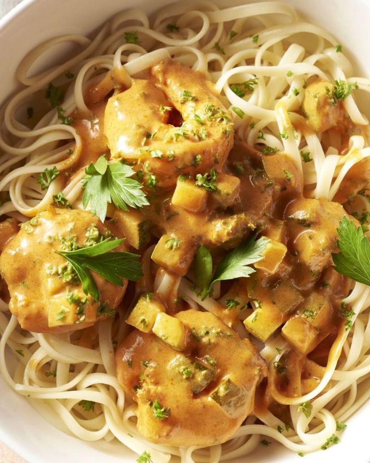 Scampi's en curry zijn een heerlijke combinatie, zeker in dit snel en eenvoudig pasta'tje! Wil je eens variëren? Voeg een appel in fijn gesneden blokjes toe.