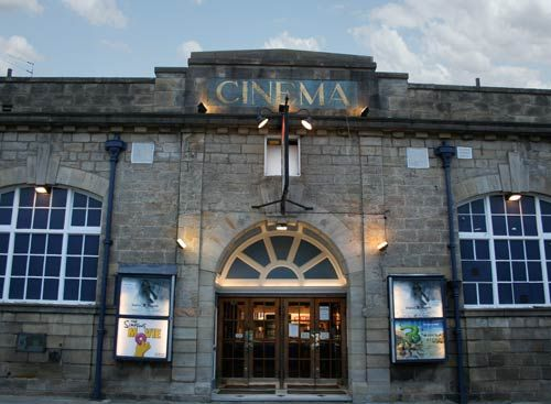 Opened in 1912 The Cottage Road Cinema in Headingley is the oldest cinema in Leeds. It's a great local cinema showing the latest releases plus the classics.