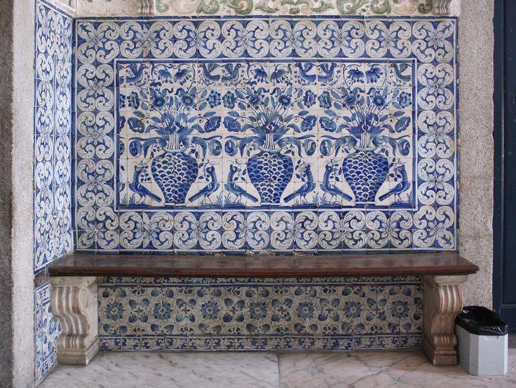Évora | Universidade / University | Albarradas #Azulejo #AzulejoDoMês #AzulejoOfTheMonth #Flores #Flowers