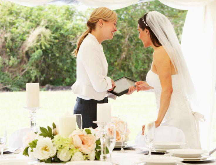 Ça y est, vous avez dit «oui»? Le plus dur arrive! Entre le stress, le manque de temps et les (inévitables) imprévus, la préparation du mariage n'est pas forcément une partie de plaisir... Et si vous faisiez appel à un wedding planner?