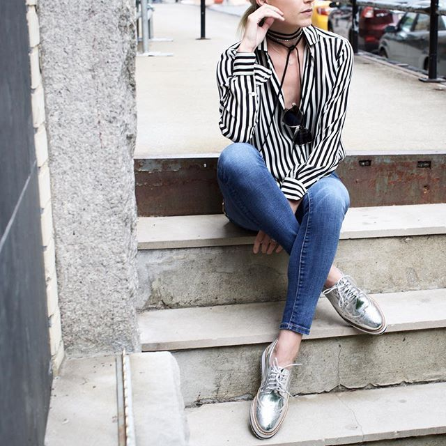 Pin for Later: 15 Insanely Cute Blogger Looks That Are Totally Budget Friendly, Too Elevated Platforms Get the look:  Current/Elliott Skinny Jeans ($53) Shellys London Platform Oxford ($120)