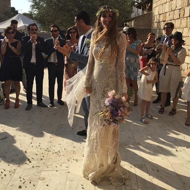 Nos encantan las novias fashion como @annagalbany  Vestido Janine + corona de flores + velo corto= Éxito  #repost @lavidadelai  #YC #yolancris #noviasyolancris #annadaniele #bohobride #santmartisempuries #vestidodenovia #bridestyle