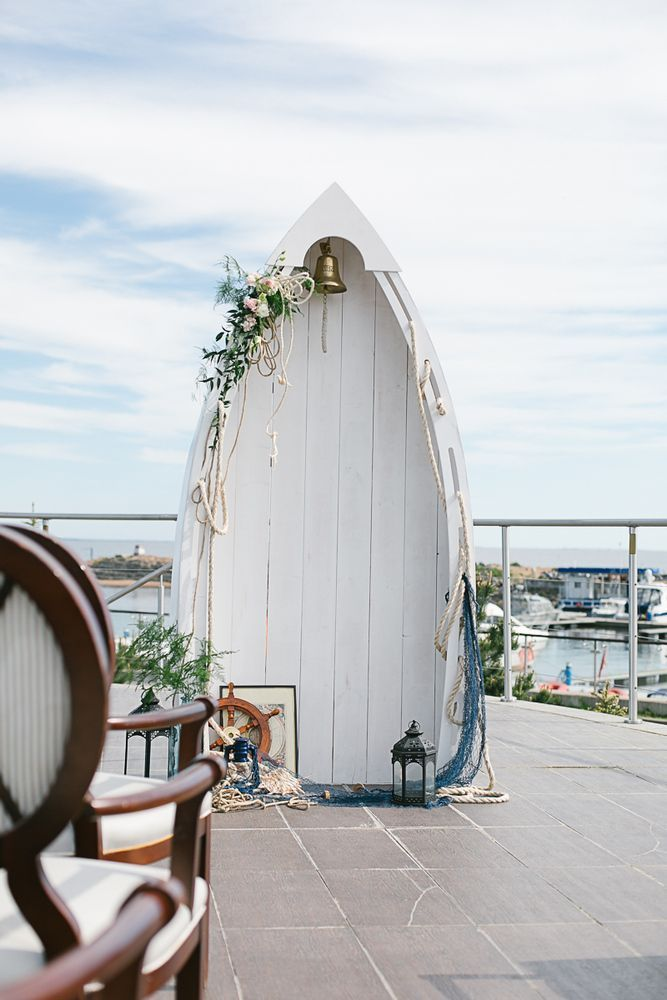 Your ocean themed wedding isn't complete without this fishing boat wedding arbor. Nothing say ocean wedding like getting married under a boat. See more wedding ideas here: http://diodecor.com/catalog/arka-lodka