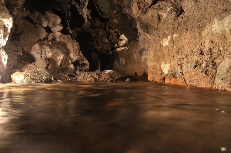 Discover the Cave and the underwater river Amenano flowing under Agorà Hostel