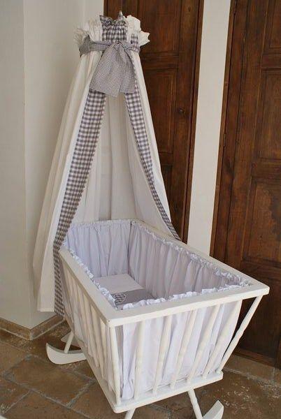 Witte wieg met bekleding hemel standaard en wieglaken bedroom pinterest met - Romantische witte bed ...
