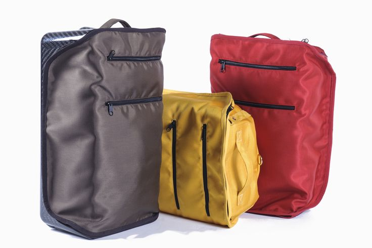 ILATRO CARRY ON BAG :  -Weight: 2 Kg               4.41 lbs -Volume: 32 lt -Dimensions: 54 x 33,4 x 19,95 cm                        21,2 x 13 x 7,8 in -Height elongate handle: 910 mm                                         3,6 in -Cloth material: 100% High Strength Polyester -Washing: Washing machine 40 °C -Water Proof - MAXIMUM PAYLOAD: 100 kg - 220.46 lbs  *DESIGNED AND MADE IN ITALY (SALENTO)*