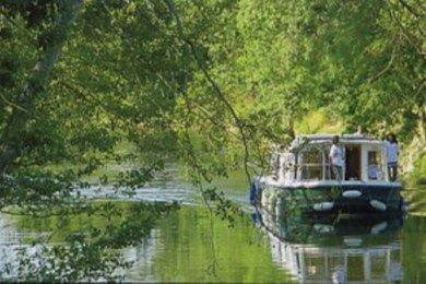 Visitare la #Borgogna in #houseboat è il modo più informale e avventuroso per assaporare incantevoli scorci di natura e storia. Capitani coraggiosi su canali centenari.  http://www.partyepartenze.it/travel/in-borgogna-in-house-boat