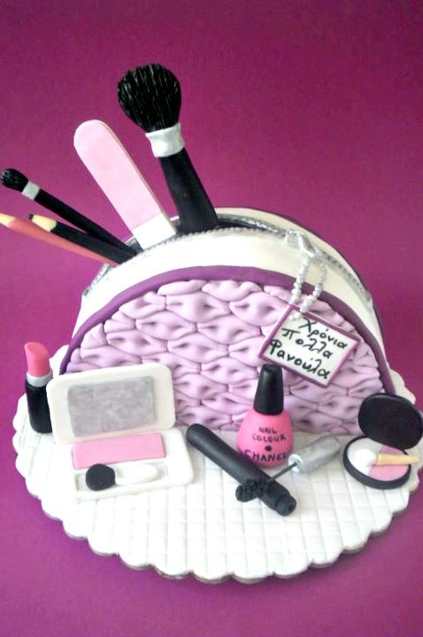 MAKE UP CAKE - This would be the perfect cake for my sister!