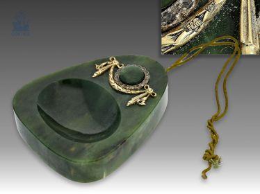 Tischklingel/table bell: äußerst seltene Tischklingel aus Nephrit, Gold und Silber, möglicherweise FABERGÉ um 1900, mit Originalbox