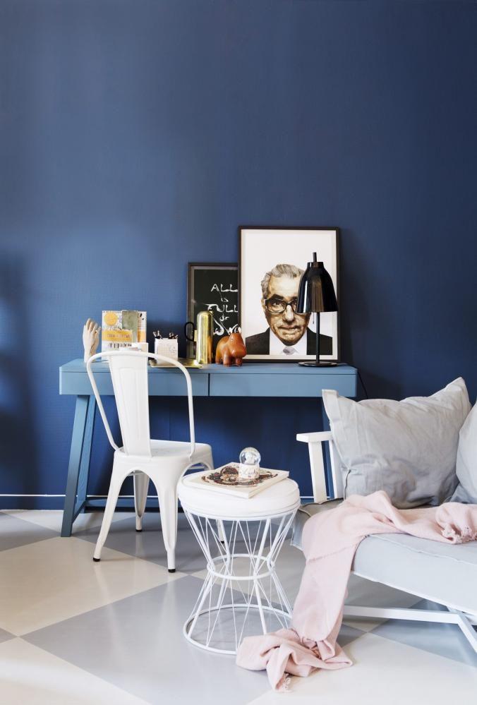 Blåfargen på veggen heter Nordisk Hav 4625 fra Lady Pure Colour